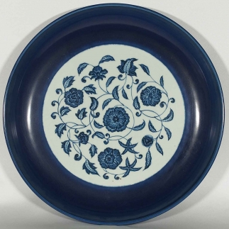 Blue Rimmed Charger with Flowers Design