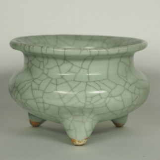 Crackled Tripod Censer