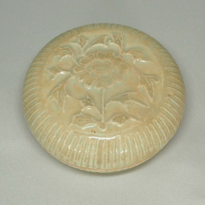 Fluted Cosmetic Box with Chrysanthemum Design