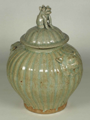 Fluted jar with Foo Dog Lid
