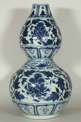 Huluping Double Gourd Vase with Double Peony Scroll Design