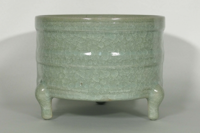 Ice-Crackled Tripod Censer