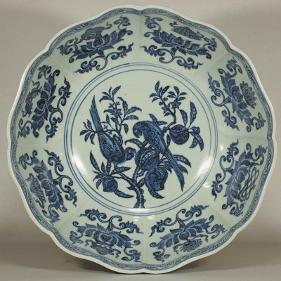 Large Lobed Bowl with Parrots and Auspicious Symbols Design
