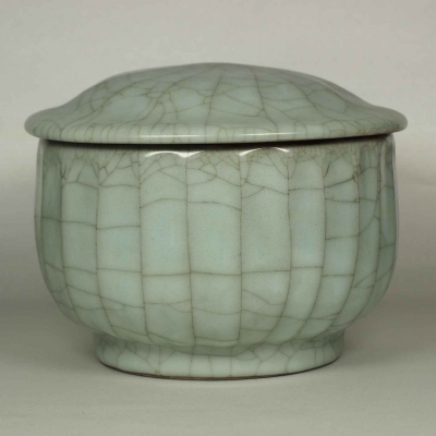 Lidded Crackle Jar with Ribbed Design