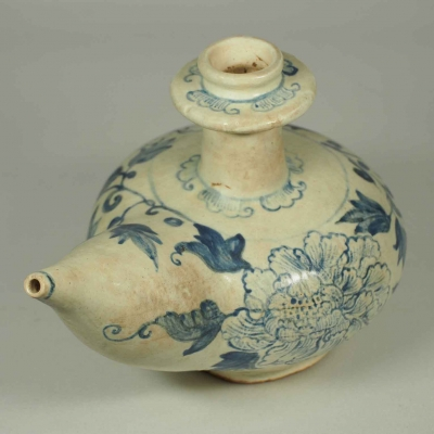 Mammiform Spout Kendi with Peony Scroll Design