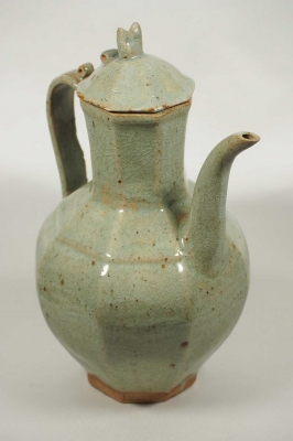 Octagonal Lidded Ewer with Long Spout