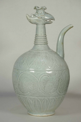 Phoenix-Head Ewer with Peony Scroll Design