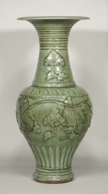Phoenix-Tail Vase with Molded Peony Scroll